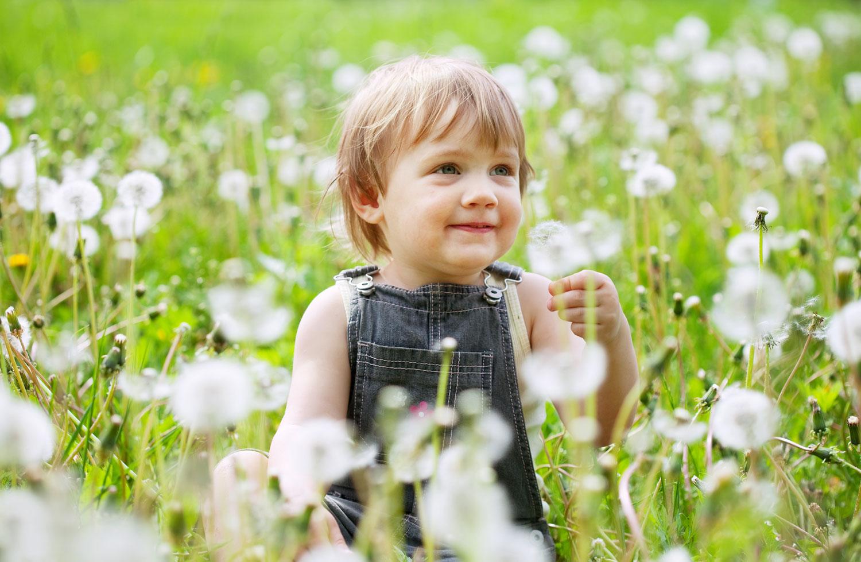 polen alerjisi testlerinin daha çok 2 yaşından sonra yapılması tercih edilir. Bunun sebebiyse alerjinin gelişebilmesi için çocuğun en az iki polen mevsimi geçirmesi gerekliliğidir.