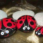Uğur böceği figürlü taş boyama örneği - Pinterest